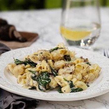 Lyxig och krämig pasta med tryffel, parmesan och spenat. Lättlagat när det är som bäst!