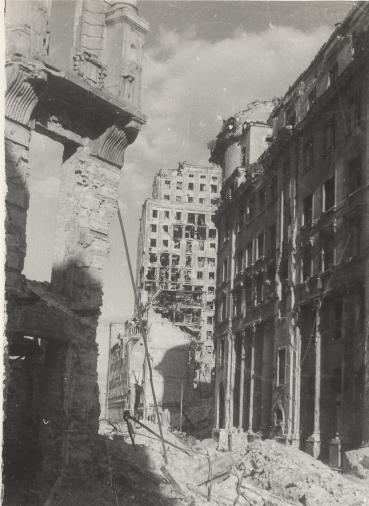 Widok na Prudential. Fot. Zofia Chomętowska 1945–1947