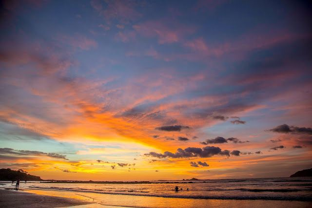 http://www.travelista73.com/2017/08/surf-sunsets-on-playa-tamarindo_28.html