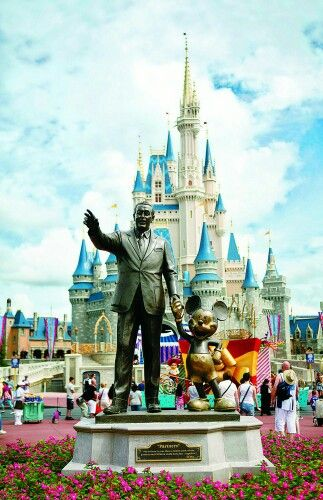 #lieberDschinni   Ich wünsche mir eine Reise nach Disney World für mich und meinen Mann . Wir wollen endlich mal einen unbeschwerten Urlaub in einer unbeschwerten Welt genießen.  Wir beide lieben Disney  #wünsche