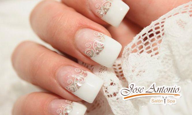 Paga S/.35 por uñas esculpidas en gel o acrílicas + pintado con gel de color (Precio original S/.165) ¡Y luce unas manos espectaculares!