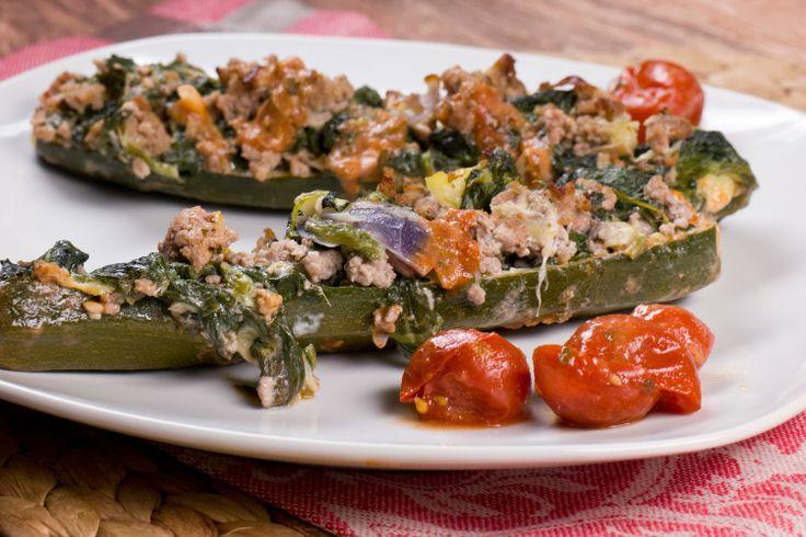 Gefüllte Zucchini mit Blattspinat, Hackfleisch und Ziegenkäse