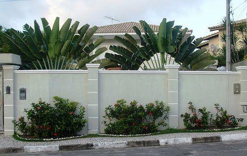Muros em Frente de Casas Modernas