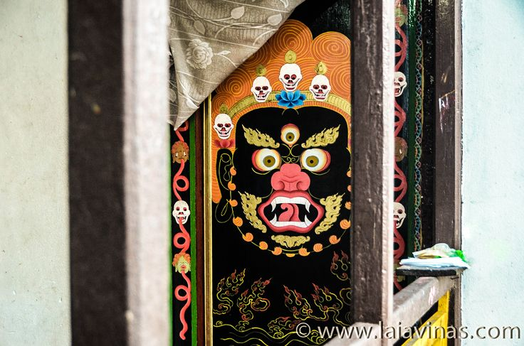 Mara: dios de la destrucción, líder de los demonios. Intentó evitar que el Buda Siddharta Gautama alcanzara la iluminación y destruyera el Ego.  #RTW #nikon #TTOT  #TravelAddict #india #asia #oneyeartrip  https://laiavinas.com/reportajes/viajes/india-2015/