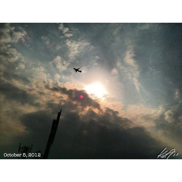 Off to #makati #skyway#highway#sky#clouds#sun#airplane#philippines#フィリピン#空#雲#高速道路#飛行機
