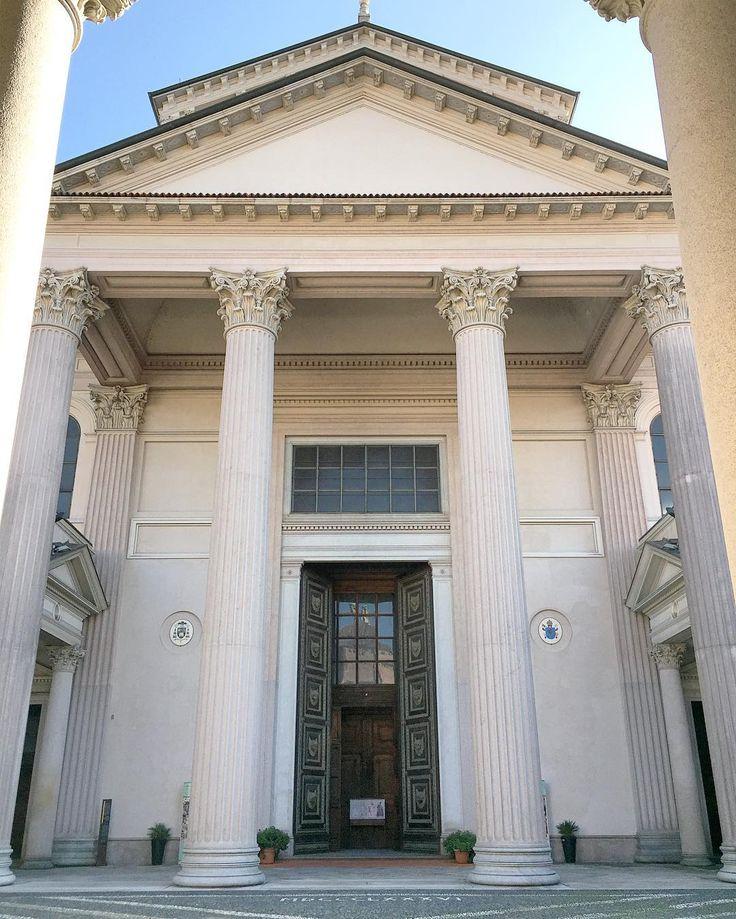 Pi di 25 fantastiche idee su colonne di pietra su for Costo del portico anteriore