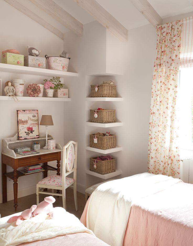 10_Dormitorio infantil en tonos rosa con escritorio y detalles shabby chic, con…