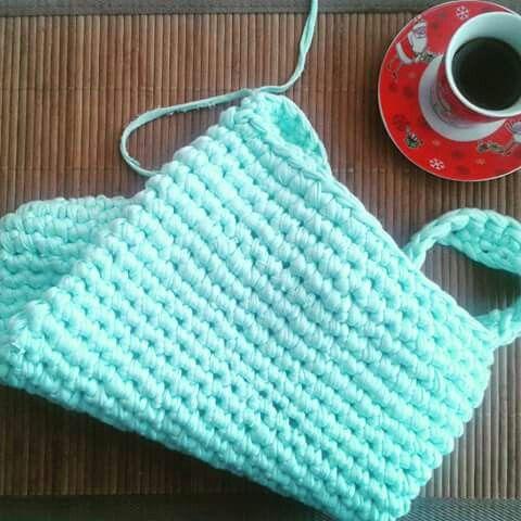 My student's creation. Bag made of Zpagetti / tshirt yarn / trapillo / Cotton Spaghetti / Bobbiny. Mamanufaktura.
