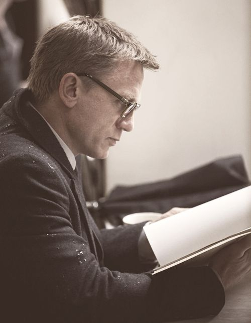 Mr. Craig reads. Maybe that's why he's the sexiest Bond since Connery. Although there is a difference between an actor reading a script/newspaper and an actor reading a book.