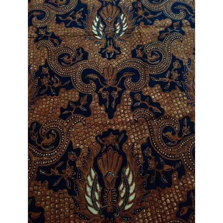 Premium Batik Tulis Soga Babar Jawa Motif Gringsing Kuncoro . . Harga: IDR 700K Ukuran: 240 x 105cm Material: Primissima Pewarnaan: Kulit kayu Jambal Teger dan Tingi Order: WA : 6285642320200 Official LINE ID : @hlt9651f . . . . #batik #batiksolo #batiktulis #jualbatik #traditional #fabric #culture #solo #surakarta #cloth #indonesia #handmade #fashion #textile #kain #kainbatik #jarik #painted #olshop #ootd #jualkain #batikpastel #batikstore #kebaya #kebayamodern #lookbook #lookbookindonesia…