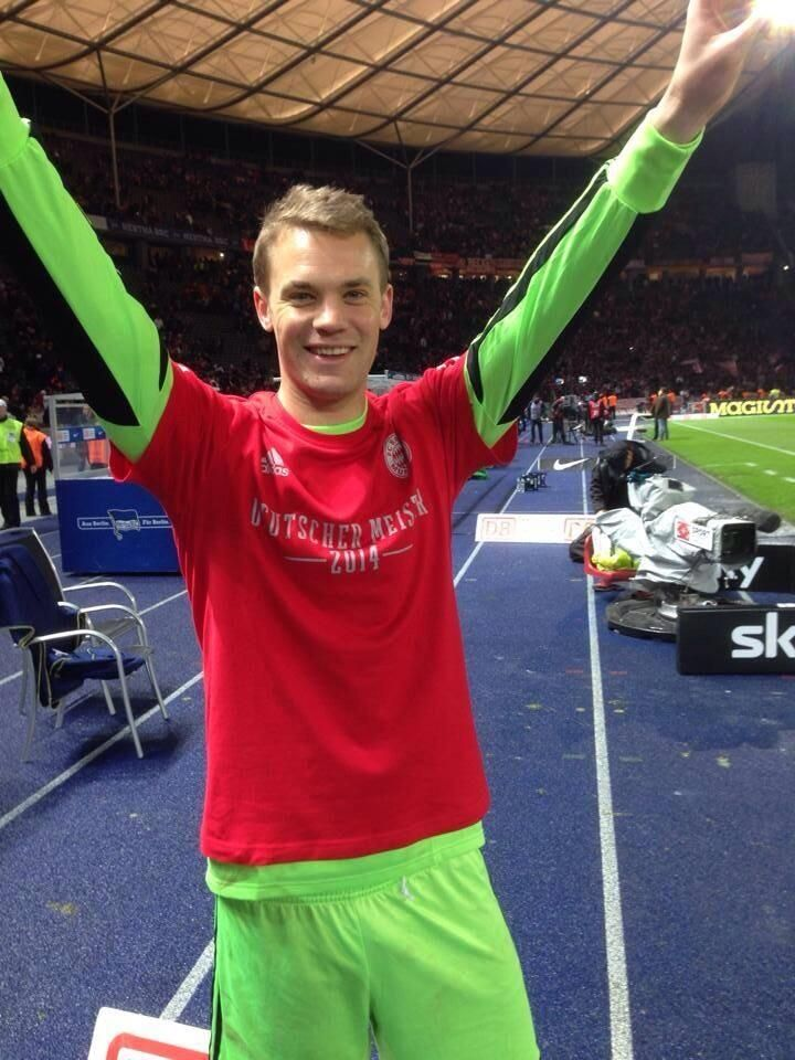 When you win the Golden Glove #GER #WorldCup #Neuer pic.twitter.com/rjrCkZhO3o