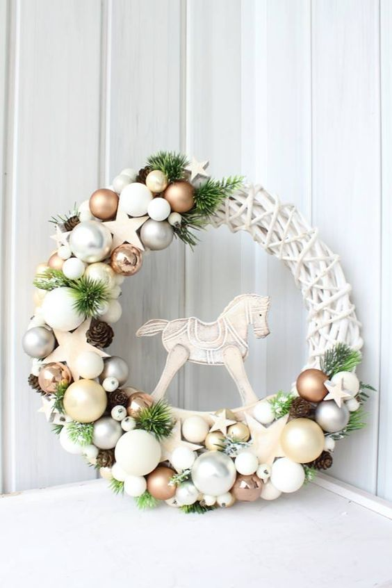 Ga jij deze week een kerstkrans maken? Bekijk hier 12 kerstkransen voor aan de muur of aan de deur! - Pagina 5 van 12 - Zelfmaak ideetjes