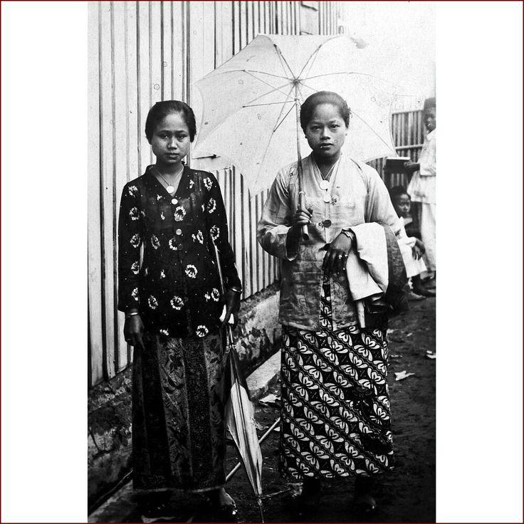 Two Sundanese women in Batavia 1928. stg/17.03.2018.16.32