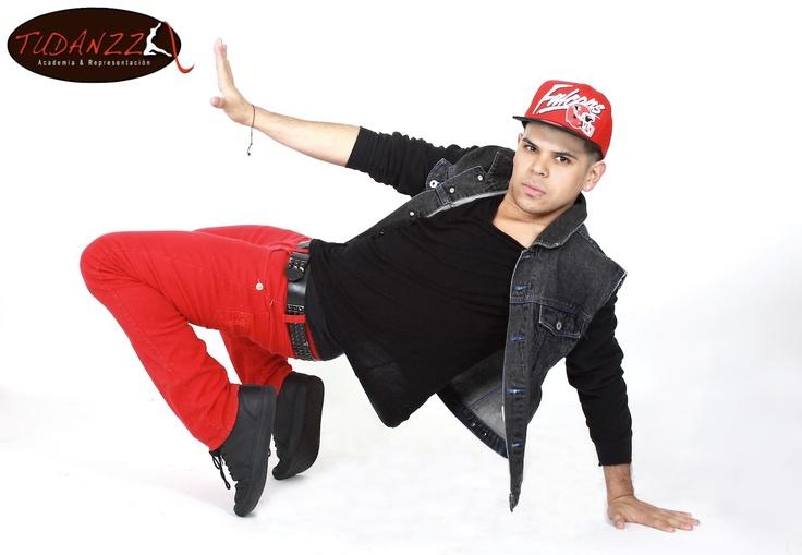 Clases de Baile con Chris Yam.  Coreografo y Bailarin de Reggaeton