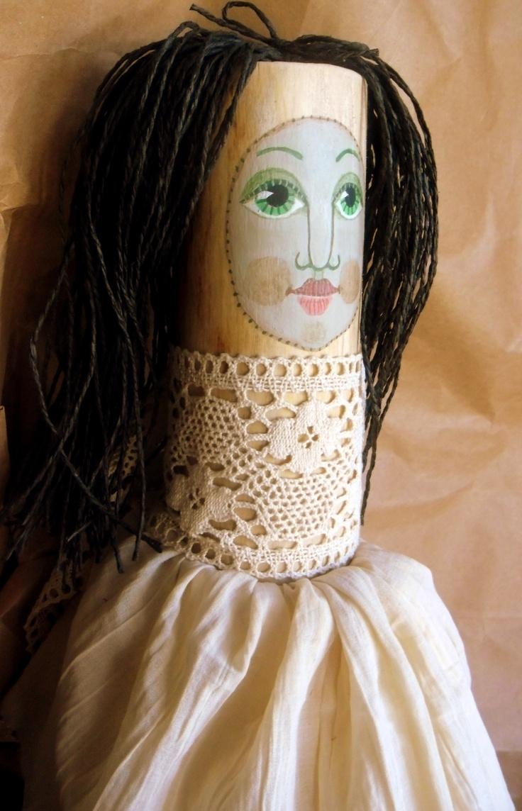 panenka-polínko panenka z březového polínka velikost výška 28 cm šířka 7 cm + 2 ks látky na sukýnku