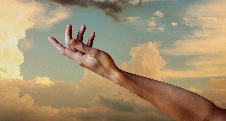 Vai ter momentos em que os braços de Deus será o único lugar em que você encontrará conforto, que somente a voz Dele fará a tempestade que há dentro de ti se acalmar. É nessa hora em que você se torna pequeno, porque a sua vontade é caber nas mãos de Deus, é se abrigar no colo Dele, esperar o melhor vir, a calmaria chegar, e o amor Dele nos bastar.