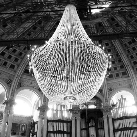 Installing our mega chandelier in BCN / Instalando nuestra mega Lampara de cristal en BCN #eventosbarcelona #eventsbarcelona #lighting #iluminacion #salaoval #mnac #luxuryevents #events #galadiner #cenadegala #chandelierrental #lustres #eventdesign #chand