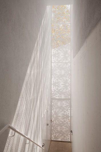Light entering a stairwell inside the Kindergarden Cerdanyola-del-Vall, Barcelona, Spain by av62 Arquitectos (2011) photo by Nico Baumgarten