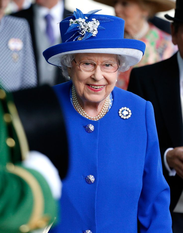 Queen Elizabeth II in the parade ring ahead of the Sandringham Handicap Stakes during Royal Ascot 2015 at Ascot racecourse in Ascot, England - June 17, 2015
