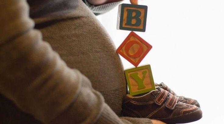 Los nueve meses de embarazo son quizá una de las experiencias más intensas que experimenta una mujer, y todas quieren vivir al máximo de los antojos, las náuseas, las primeras patadas del bebé, los ultrasonidos y todo lo que conlleva esperar a un bebé, pero una parte muy importante de esta experiencia es guardar los recuerdos para siempre, y qué mejor que fotos perfectas. No se trata solo de tomar la cámara y retratar el momento, estas ideas para tomarte fotos durante el embarazo te…