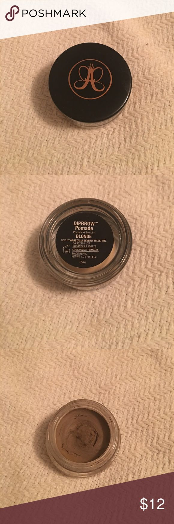 Anastasia Dip Brow Pomade in Blonde EUC lightly used very little product. Smudge free water proof formula that makes doing your brows fun and easy. Creamy product glides on. Anastasia Beverly Hills Makeup Eyebrow Filler
