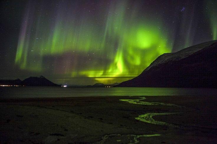 Északi fény Tromsoe mellett Norvégiában.