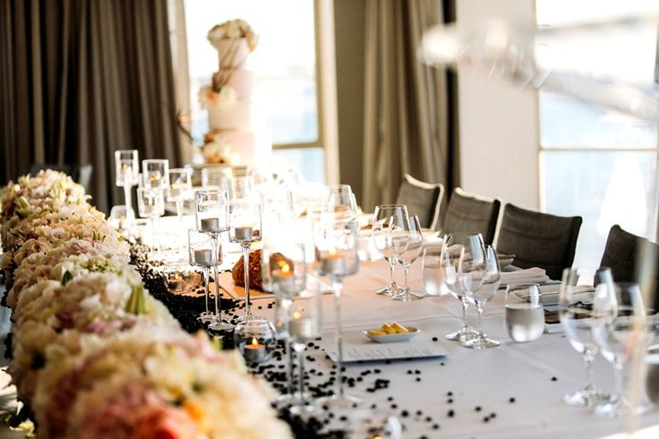 Оформление стола для гостей.  #оформлениесвадьбы #оформление #красиваясвадьба #необычнаясвадьба #декор #дизайн #свадьбамосква #банкет  #букетневесты #флористика
