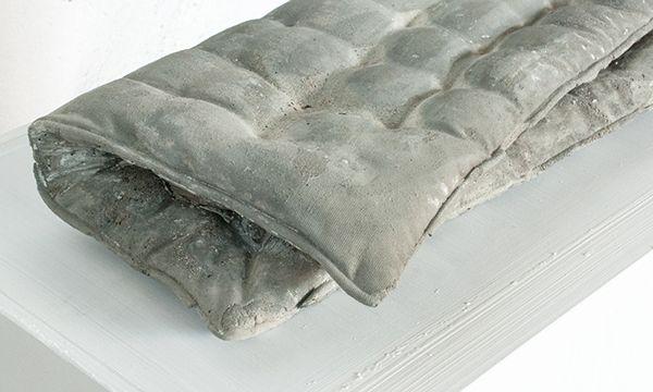 Kissen (Pillow). Concrete