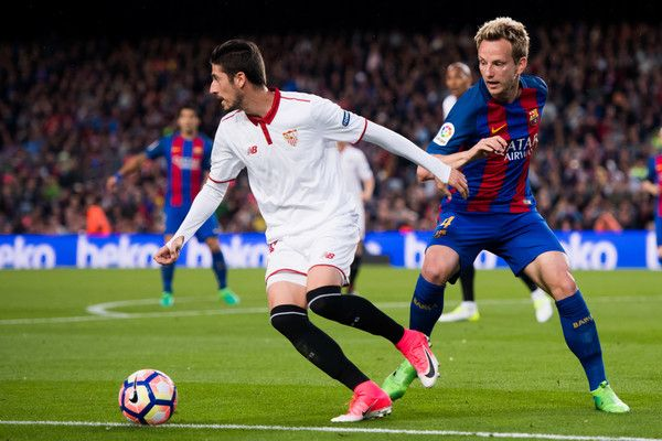 Ivan Rakitic (R) of FC Barcelona competes for the ball with Sergio Escudero (L) of Sevilla FC during the La Liga match between FC Barcelona and Sevilla FC at Camp Nou stadium on April 5, 2017 in Barcelona, Catalonia.
