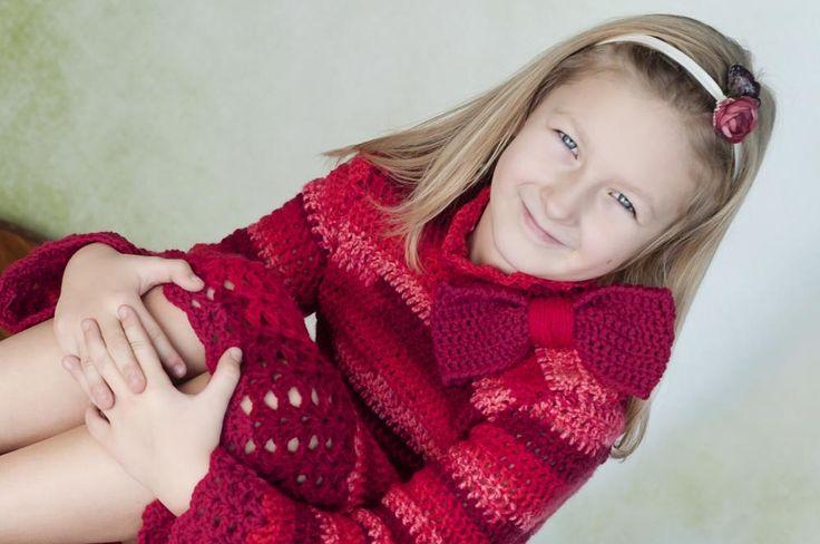 Červené háčkované šaty s mašľou