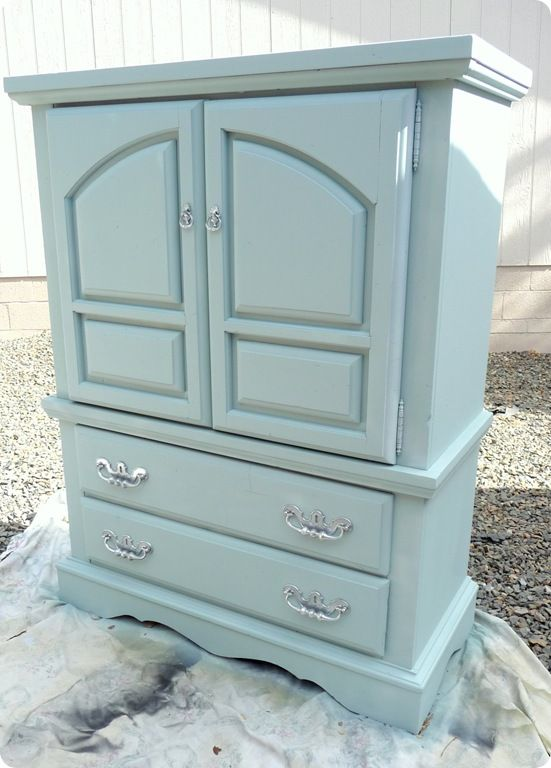 love the color, should take time to read her blog on how she refinishes various pieces of furniture