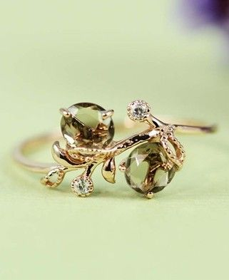 Dainty ring with green and gold leaf motif - absolutely beautiful!