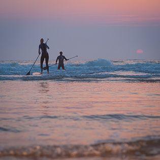 Supping, golfsurfen, stand up paddleboardingr er zijn zoveel verschillende benamingen voor! Slechts 20 minuten van Amsterdam kunt u Suppen bij Summit Sports. Een heerlijke middag supppen aan het strand van Wijk aan Zee. Voor een bedrijfsuitje, vrijgezellenfeest of gewoon op een zomerse zondagse middag !