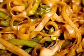 Espaguetis picantes tailandeses en HazteVegetariano.com