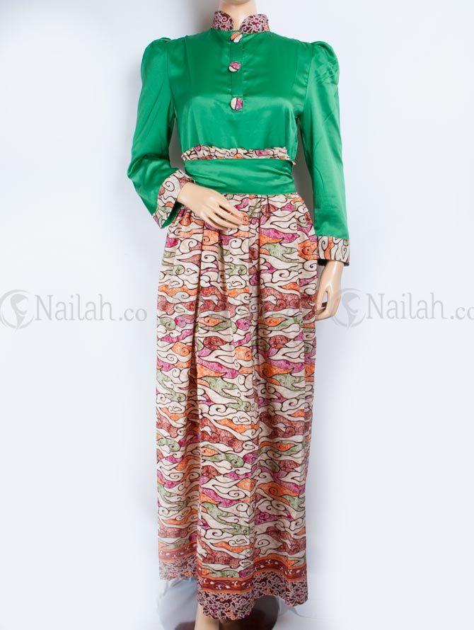 Gamis Pesta Batik Safiya Rp 209,000  Gamis pesta bermotif batik yang unik dan elegan. Bahan: velvet Website: www.nailah.co / SMS/WA: 0878 8718 2020 / BB: 748A8C99 FB: Nailah Indonesia IG/Twitter: @nailahco