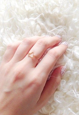 GOLD MINIMALIST TRIANGLE RING