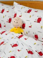 Peanuts gang flannel sheet set made with 100 percent cotton in Portugal. Includes a fitted sheet, flat sheet, and 2 standard pillowcases. Bedding with Snoopy and Woodstock print offers superior warmth and comfort.