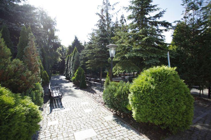 """Park przy Klinice Uzdrowiskowej """"Pod Tężniami"""" #sanatory #ciechocinek #poland #salt #health #park #garden"""