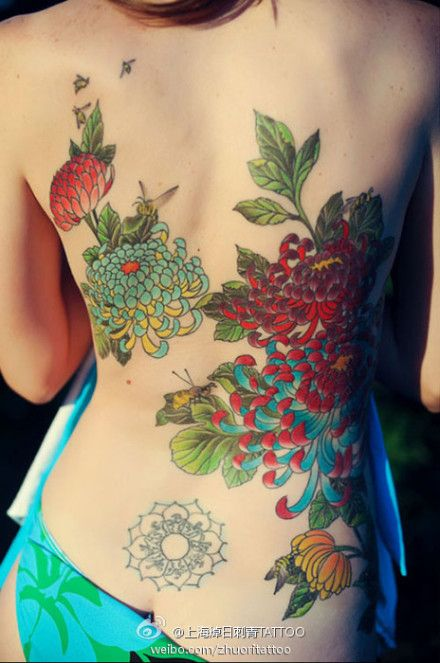 love how these flowers are rendered    full back #mums flower #tattoo