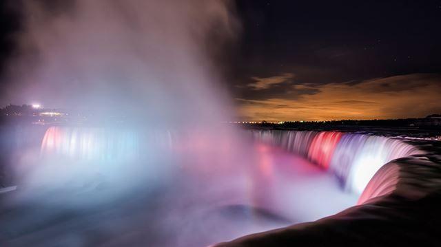 ONTARIO GETAWAYS: Niagara Falls at night