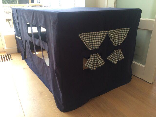 Tafeltent voor de speelkamer Secret hide-out for kids and toys  Tafel Oud dekbedovertrek Naaimachine
