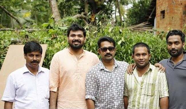 Asif Ali and Aju Varghese with other crew-2217 Kohinoor Malayalam movie 2015 stills- Asif Ali, Indrajith, A