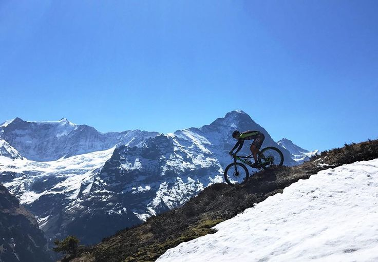 Going high with the new @cannondalepro scalpel-si - can't wait to race with this rocket . @tempo_sport.ch #cannondale #scalpel #scalpelsi #eiger #fun #grindelwald #jungfrauregion #pure #awesome #sunny #easter #spring #bike #mtb #xtri #crosstriathlon #mountain #trails #alps #switzerland #winforce
