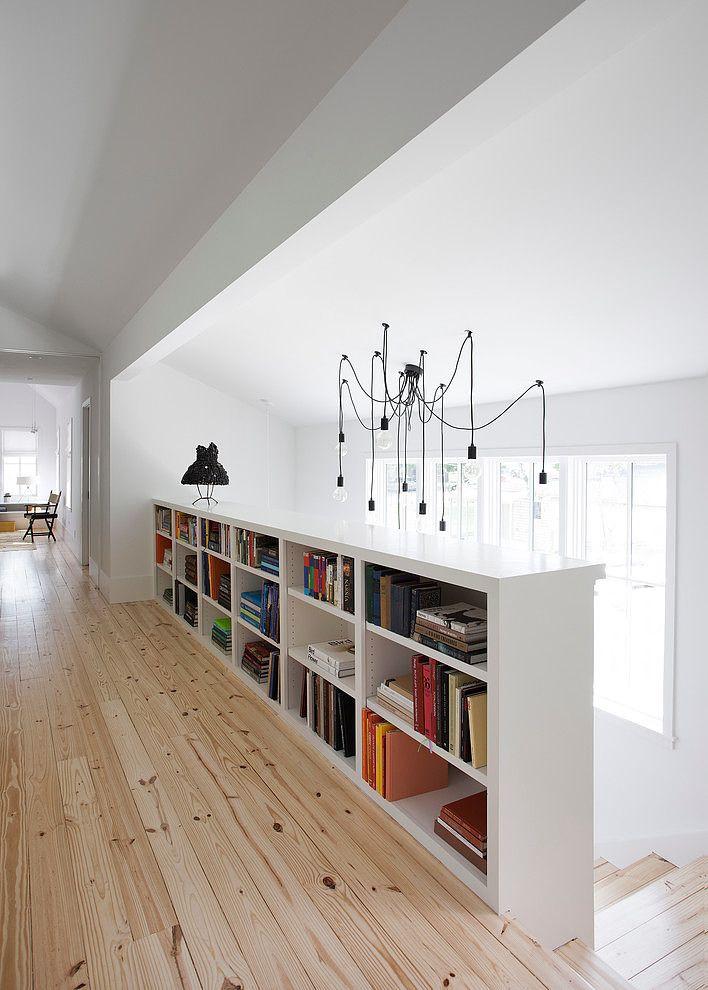 Treppe Flur Bücherregal