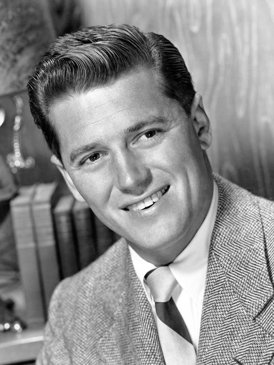 Gordon MacRae (March 12, 1921 – January 24, 1986)[2] was an American actor and singer, best known for his appearances in the film versions of two Rodgers and Hammerstein musicals, Oklahoma! (1955) and Carousel (1956) and films with Doris Day like Starlift (1951), On Moonlight Bay (1951), By The Light of the Silvery Moon (1953).