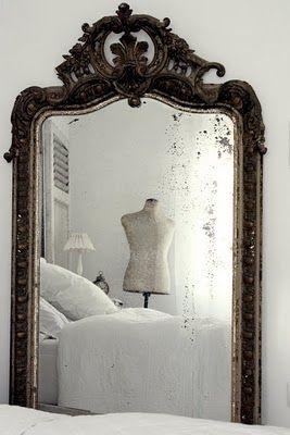 un magnifique miroir ancien trouvé dans  les brocantes..