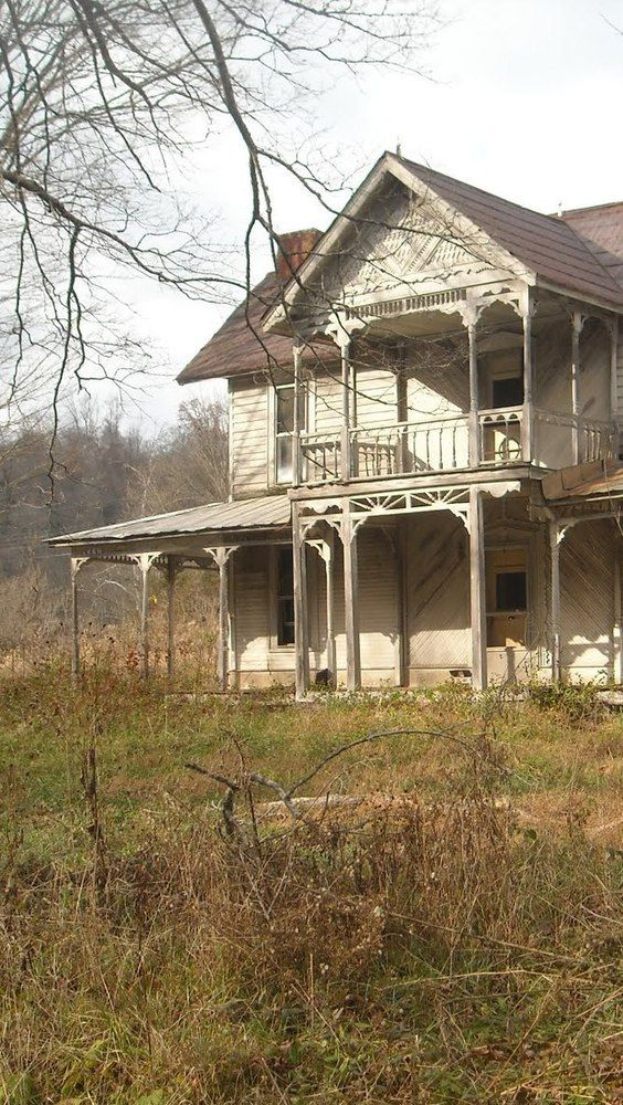 such a beautiful porch and balcony - imagine how life was in those days....