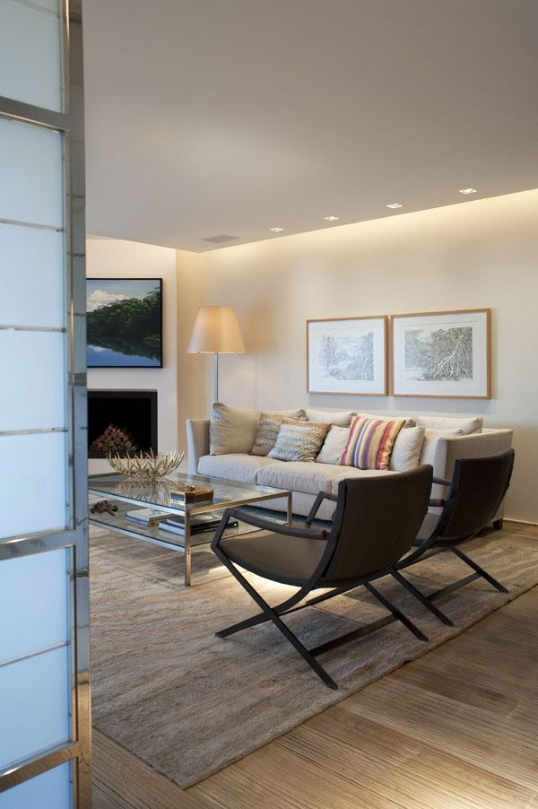 I like this living room. The linked article has several more pics.