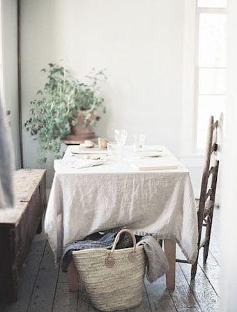 table de tous les jours avec nappe en lin beige