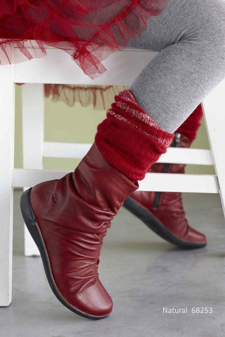 Nice shoes for the holidays. http://www.lointsofholland.com/nl/herfst-winter-2015-2016/damesschoenen/natural-861